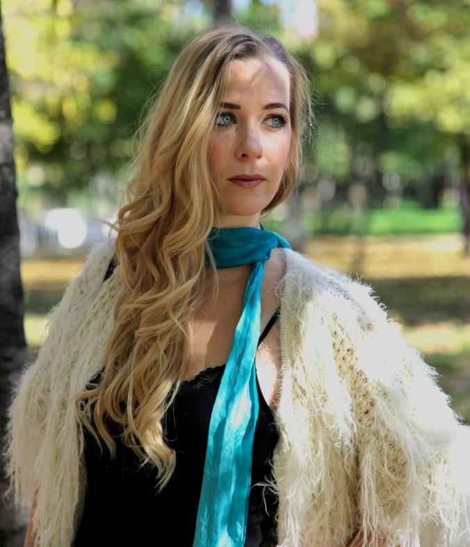 http://miss-swan.com/2014/12/06/skinny-scarf-prada