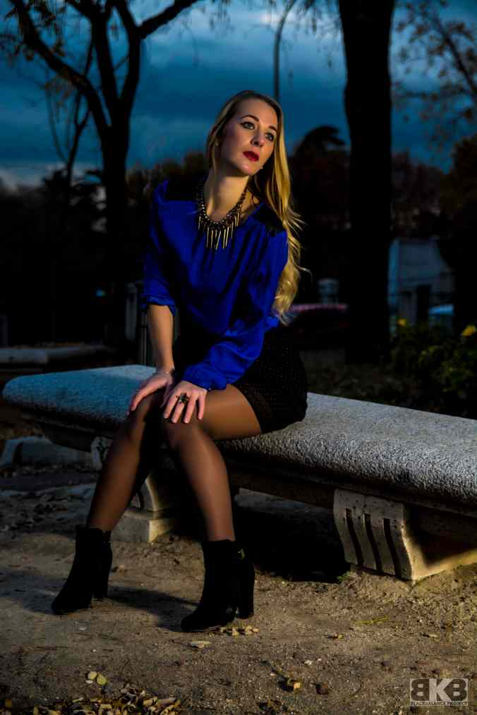 electric blue blouse miss swan 6